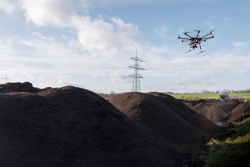 Deponie-Inventur-per-Drohne-UAV-Multicopter-Drohnen-Dienstleistung-3D-Vermessungsdrohne-Volumenbestimmung-Volumenberechnung-Massebestimmung-zur-Inventur
