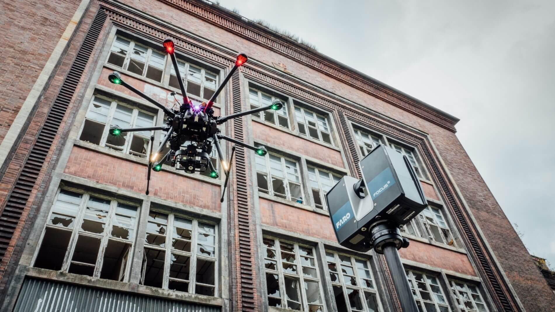 Dreidimensionale-Vermessung-von-Fassaden-mit-UAV-Drohnen-Befliegung