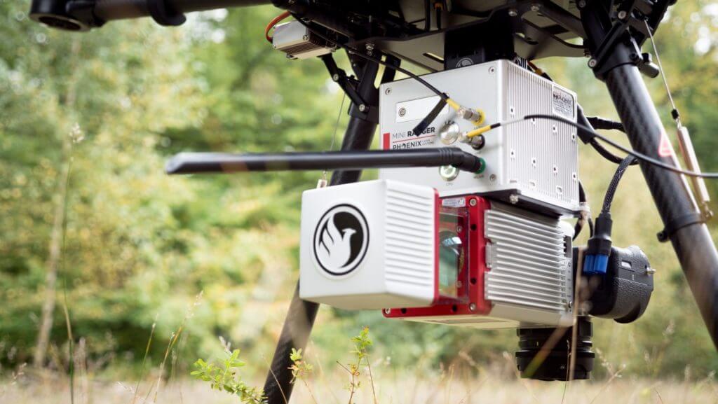 DJI-M600-mit-Phoenix-LiDAR-auf-Basis-Riegl-miniVUX-UAV-Photogrammetrie-und-Laserscanning
