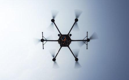 Logxon-Porter-Drohne-Heavylifter-mit-Geoslam-ZEB_HORIZON-Laserscanner-von-unten