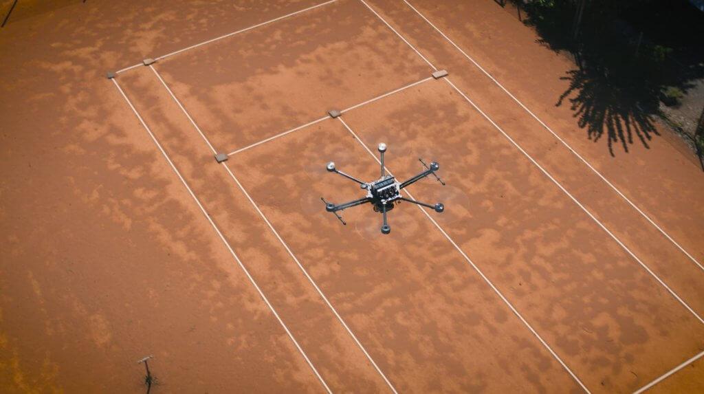 Closeup-LOGXON-PORTER-Drohne-LOGXON-PORTER-GeoSLAM-ZEB-HORIZON-Scan-Service-Tennisanlage