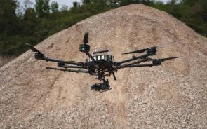 Photogrammetrische-Vermessung-Steinbruch-per-Drohne-Hexacopter