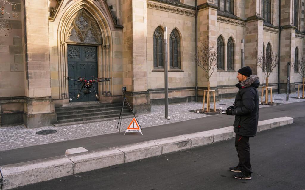 Drohnenpilot-Andreas-Hechler-LOGXON-3D-Denkmalvermessung-mittels-Drohne-Photogrammetrischer-Drohnenaufnahmen-Photogrammetrie-Drohne-LOGXON-Gebaeudebaufnahme-Kirche-Basel-Schweiz