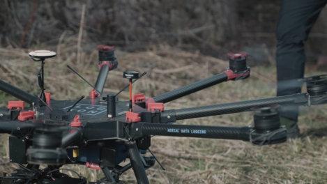 LOGXON-DJI-S1000-Photogrammetrie-Drohne-fuer-Drohnenvermessung-Burgruine-3D-Burg-Vermessung