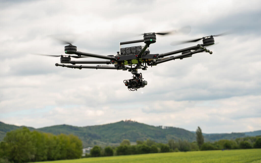 Logxon-Porter-Photogrammetrie-Drohne-im-Flug-mit-Sony-RX1rII-Burg