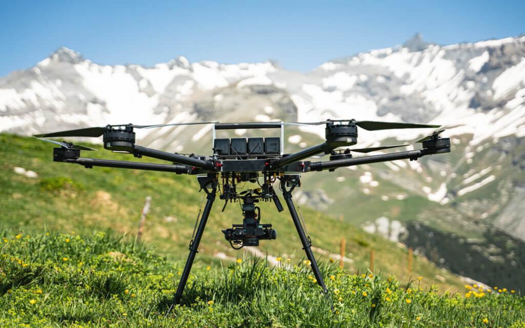 Drohnenaufnahmen für ein digitales Geländemodell (DGM) der Milchseilbahn Fidaz nahe dem Schweizer Ort Flims