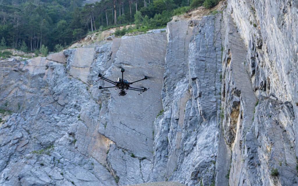Photogrammetrische Geländeaufnahme in der Schweiz: Drohnengestützte Deponie Vermessung