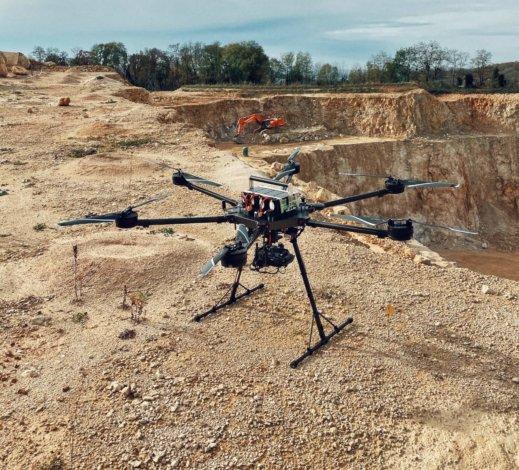 Photogrammetrische-Gelaendevermessung-Steinbruch-Drohne-mit-Logxon-Porter-Drohne-UAV-Hexacopter