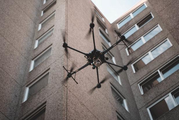 LOGXON-Porter-LiDAR-Drohne-UAV-Hexacopter-Multirotor-Beton-Fassade-3D-Fassadenvermessung-LiDAR-Scanner-Drohne-Frankfurt-Hochhaus-Wohnkomplex