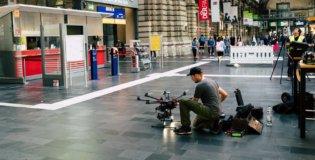 Pilot-Drohne-Tachymeter-Vermessung-3D-Fassadenaufnahme-per-Drohne-zur-Vermessung-CAD-Modellierung-Hauptbahnhof-Frankfurt-Innen-Indoor-Photogrammetrie-Drohne-DB-Station-Service-Deutsche-Bahn