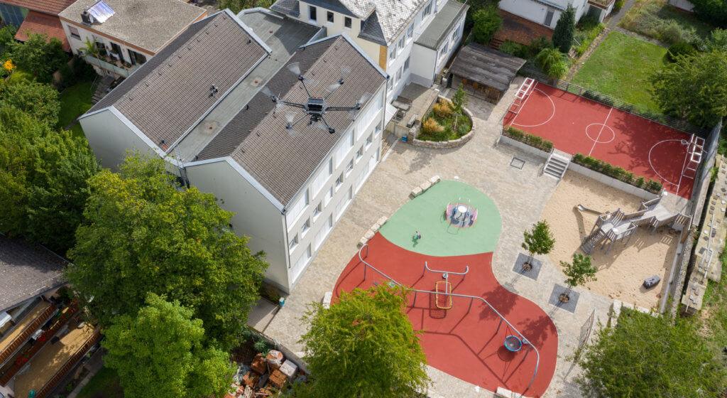 Drohnen-Einsatz in Rodgau: 3D-Aufnahmen zur Vermessung einer Schule