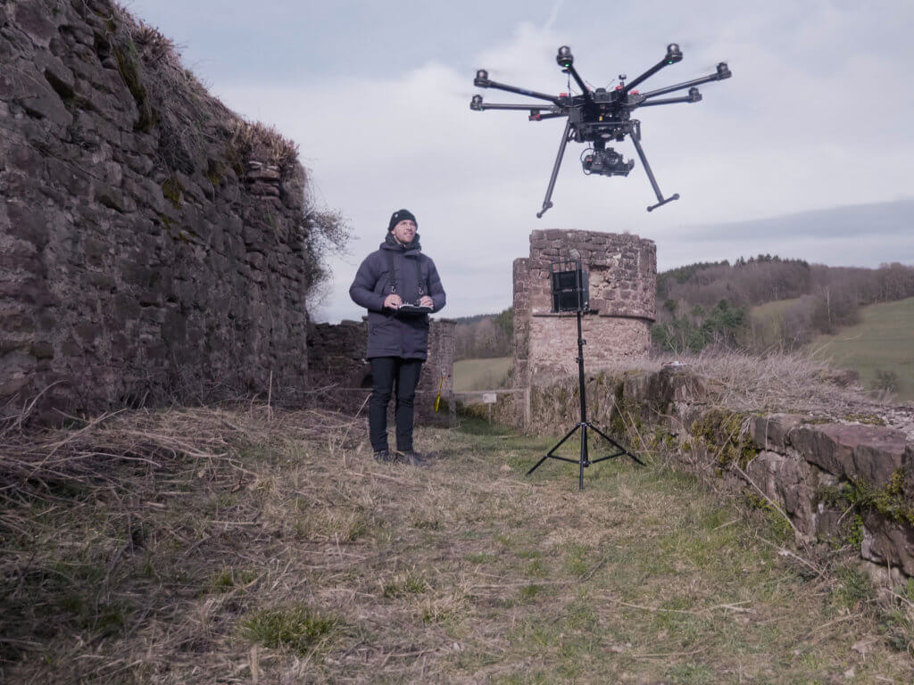 UAV-Drohnen-Pinot-Vincent-Haldy-LOGXON-DJI-S1000-Photogrammetrie-Drohne-fuer-Drohnenvermessung-Burgruine-3D-Burg-Vermessung