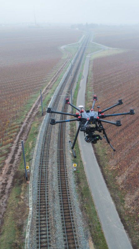 Photogrammetrie-Drohne-LOGXON-DJI-S1000-plus-Sony-rx1-mk2-Trassenvermessung-per-Drohne-3D-Bestandsaufnahme-Bahntstrecke-Rheinland-Pfalz