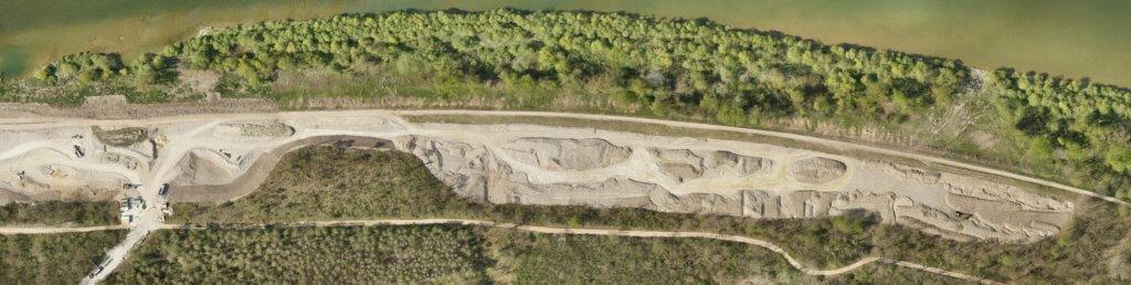 Fluss-Ufer-Wasser-Luftbild-Baustelle-Damm-Wald-Luftaufnahme-Drohne-UAV-Verzerrungsfreies-georeferenziertes-Luftbild-Passtrasse-True-DOP-Digitales-True-Orthophoto-aus-Drohnenaufnahmen