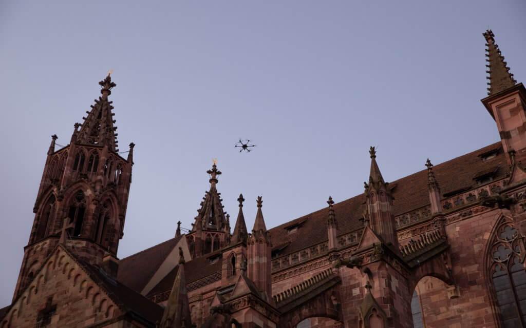 LOGXON-Freiburg-Muenster-Vermessung-Laserscan-Porter-Dach-Kirche-Zinne-Drohne-3D-Kirchen-Vermessung-per-Drohne