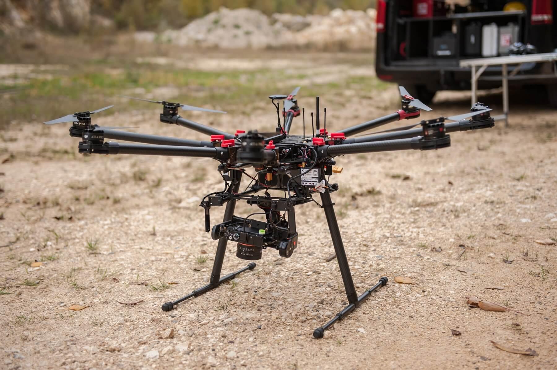 UAV-Photogrammetrie-Drohne-Scannerdrohne-mit-Foto-Sensor-Photogrammetrie-Service