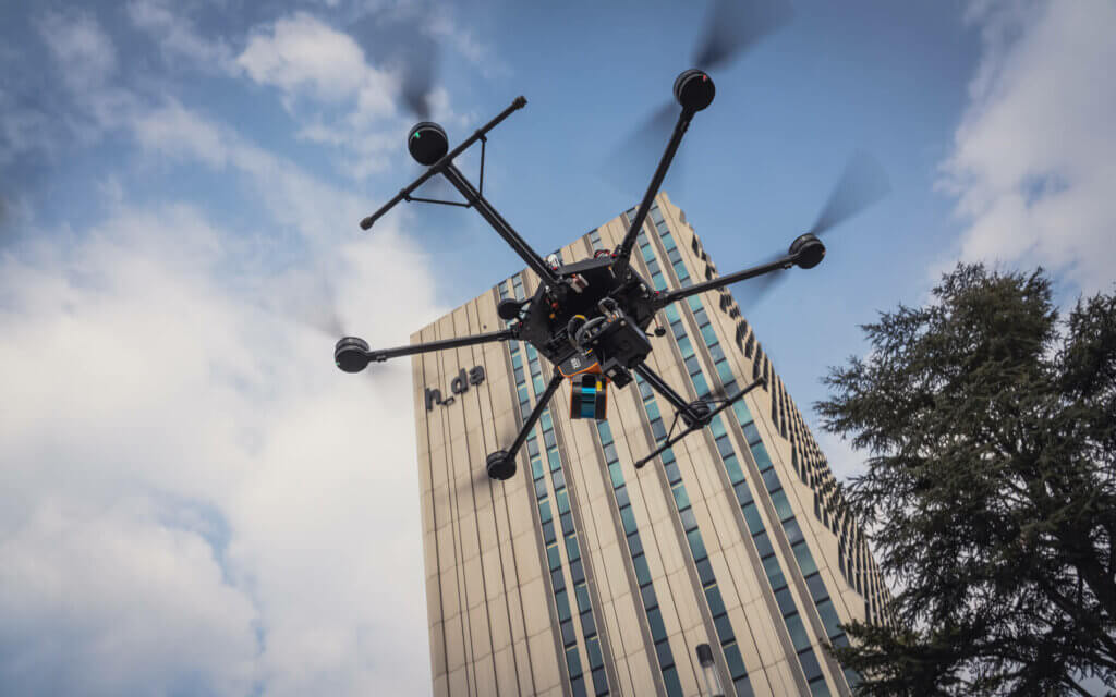 GeoSLAM-ZEB-HORIZON-Scan-Service-Logxon-Porter-Drone-Heavylifter-in-front-of-hda-Hochschule-Darmstadt-Scanning-Surveying