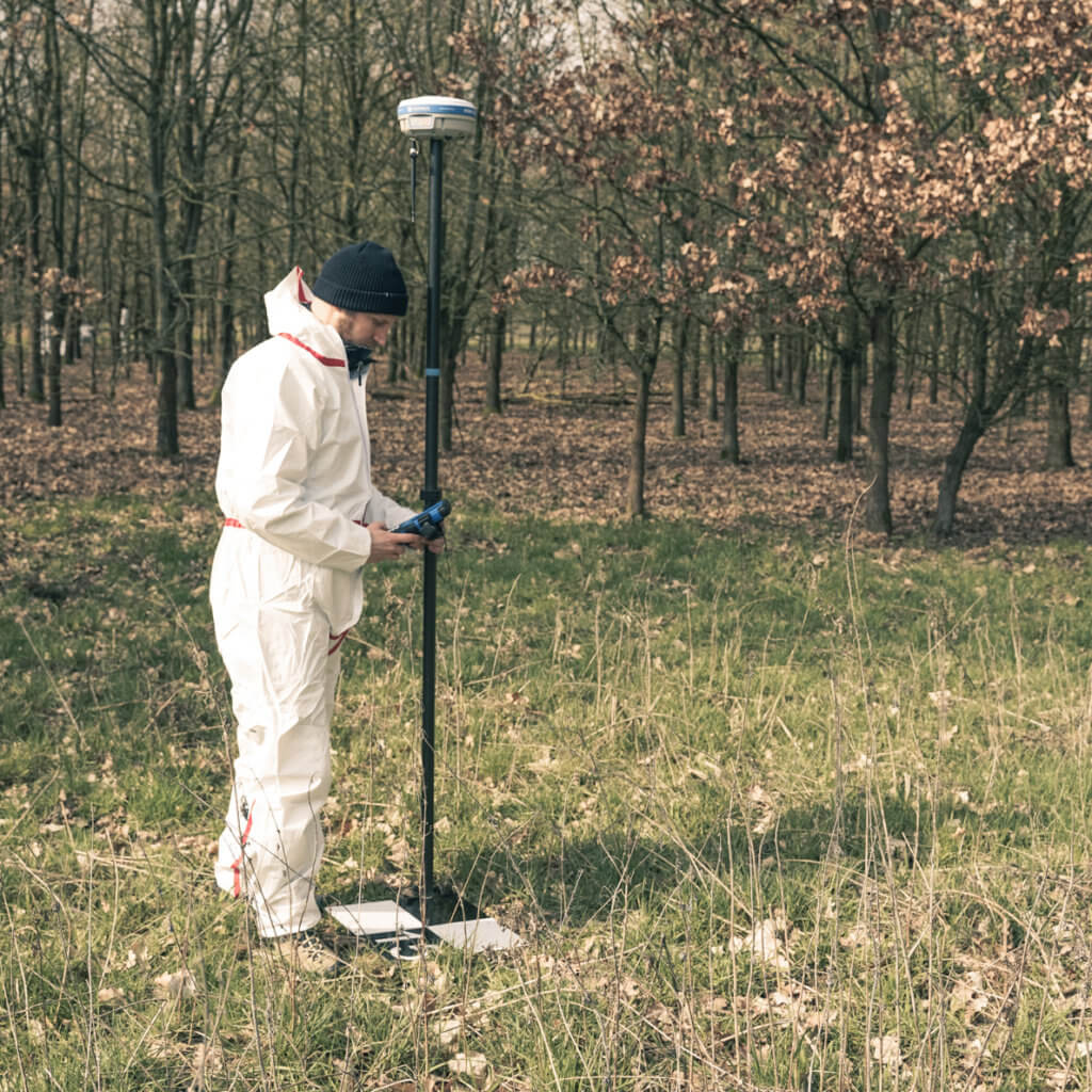 GNSS-rover-stonex-ground-control-points-uav-drone-checkerboard