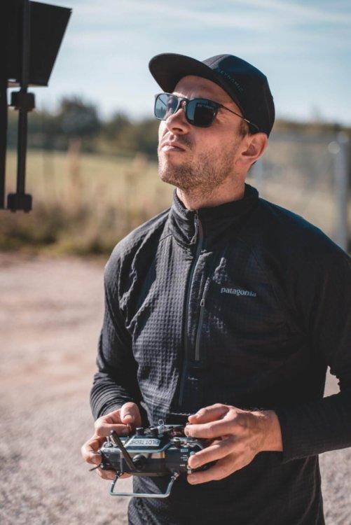 logxon-operator-pilot-mission-drone-flying-porter-work-survey-lidar